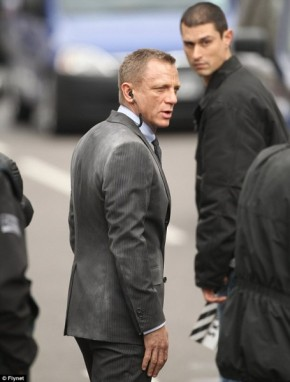 daniel-craig-skyfall-set-photo-455x600